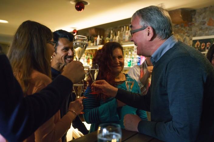 Das Foto zeigt Protagonisten der Kampagne «Unsichtbar – Irritation in Schwarz» und Regierungsrat Christoph Brutschin.