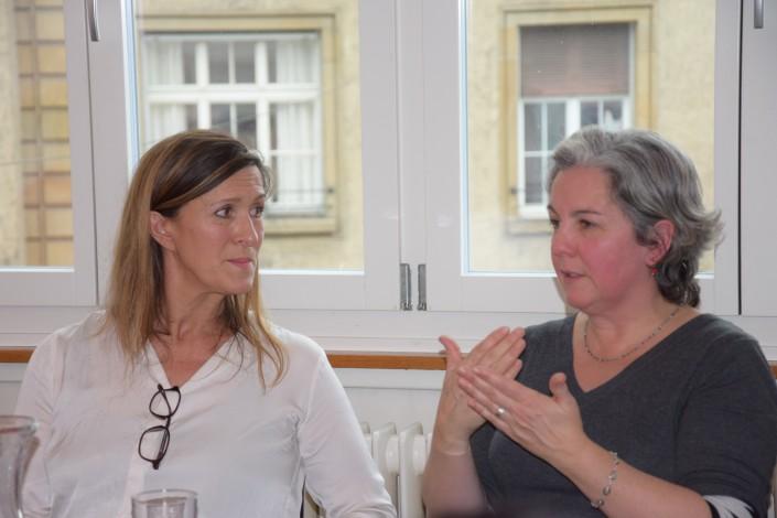 Das Foto zeigt unser Gast und eine Impulse Mitarbeiterin, die sich austauschen.