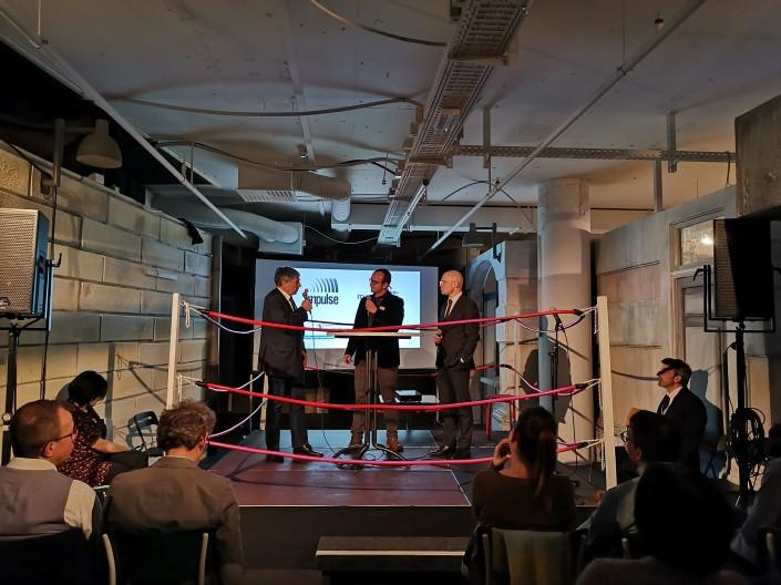 Battles im Boxring: Nationalrat Christoph Eymann, Moderator Andreas Lucco und der Basler Regierungsrat Baschi Dürr (von links).