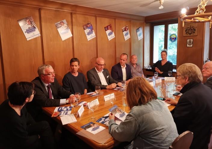 Das Foto zeigt die Teilnehmer der Medientafel mit dem Basler Regierungsrat Christoph Brutschin