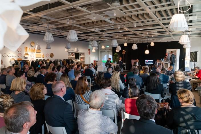 Das Foto zeigt das Publikum der iPunkt Denkpause im IKEA Einrichtungshaus in Pratteln/BL.
