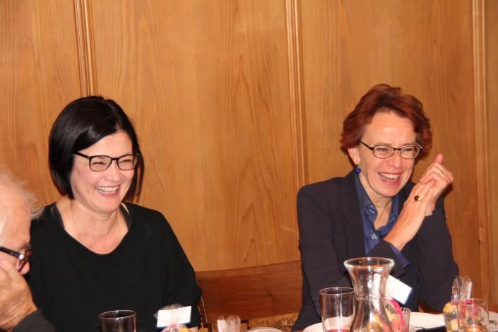 Das Foto zeigt Nicole Bertherin von Impulse mit der Basler Regierungsrätin Eva Herzog